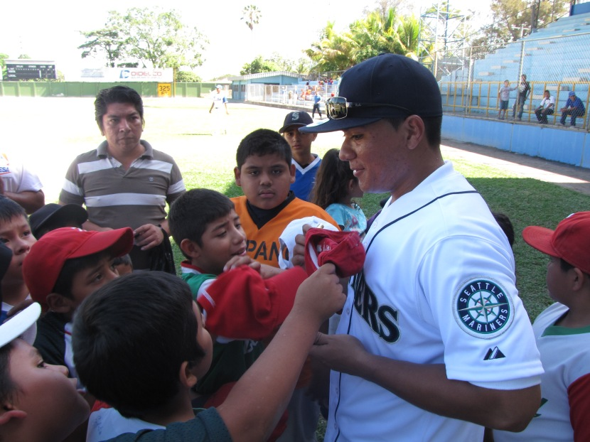 Erasmo Ramirez works with youth players during a Clinic in El Salvador (courtesy of FESAelSalvador.org)