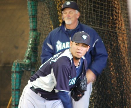 Felix Hernandez throws his bullpen while pitching coach Carl Willis looks on. (Greg Johns/MLB.com)