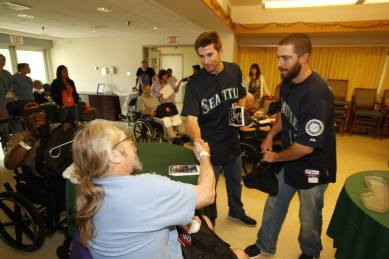 Brad Miller and Dustin Ackley stopped by the Seattle VA Hospital as part of our Get Well Tour.