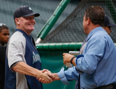 Manager Eric Wedge is greeted by broadcaster Mike Blowers.
