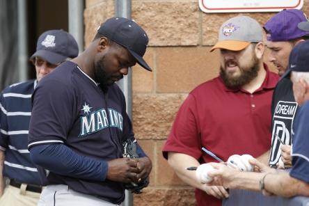 Rodney signing Autographs