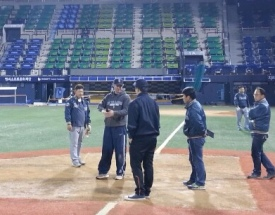 Mariners Asst. Groundskeeper Tim Wilson trains a crew from the LG Twins in Seoul.