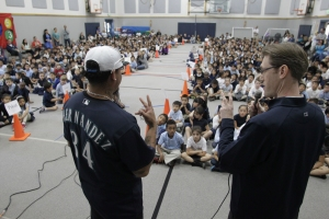 Felix Hernandez challenging students to read more.