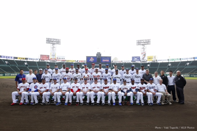 The MLB All-Stars posed for a team picture in Japan.