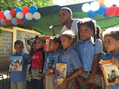 Nelson Cruz gave gifts to students in his hometown in the Dominican Republic today.