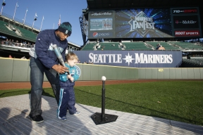Batting tips from 5-time All-Star Robinson Cano.