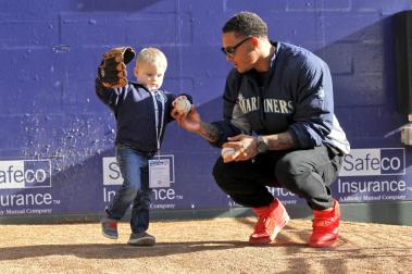 Taijuan Walker giving pitching lessons.