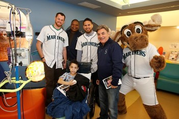 Charlie Furbush, Dave Henderson, Stefen Romero, Rick Rizzs and the Mariner Moose at Mary Bridge.
