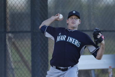 Kevin Correia throwing his first bullpen as a Mariner.
