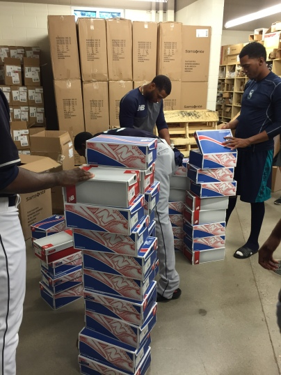 Robinson Canó takes care of minor leaguers with New Balance shoes.