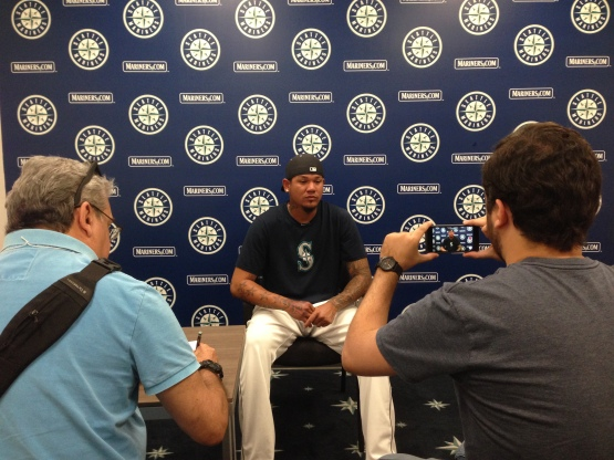 Felix Hernandez chats with Venezuela's Deportes Union Radio.