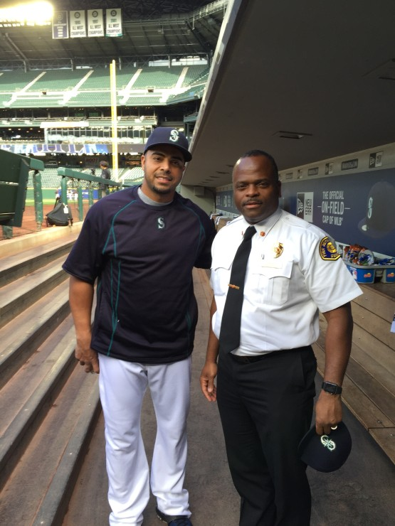 Nelson Cruz meets with Seattle Fire Chief Harold Scoggins at the end of the 2015 season.