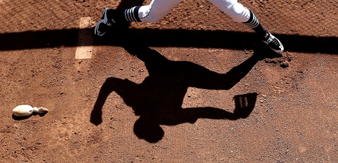 Seattle Mariners starting pitcher Taijuan Walker warms up in the bullpen before a spring training baseball game against the Kansas City Royals, Wednesday, March 9, 2016, in Peoria, Ariz. (AP Photo/Charlie Riedel)