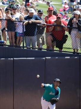 Seattle Mariners starting pitcher Felix Hernandez (34) throws in the bullpen before a spring training baseball game against the San Diego Padres in Peoria, Ariz., Wednesday, March 30, 2016. (AP Photo/Jeff Chiu)