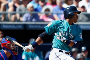 PEORIA, AZ - MARCH 10: Robinson Cano #22 of the Seattle Mariners bats against the Chicago Cubs during the first inning of the spring training game at Peoria Stadium on March 10, 2016 in Peoria, Arizona. (Photo by Christian Petersen/Getty Images)
