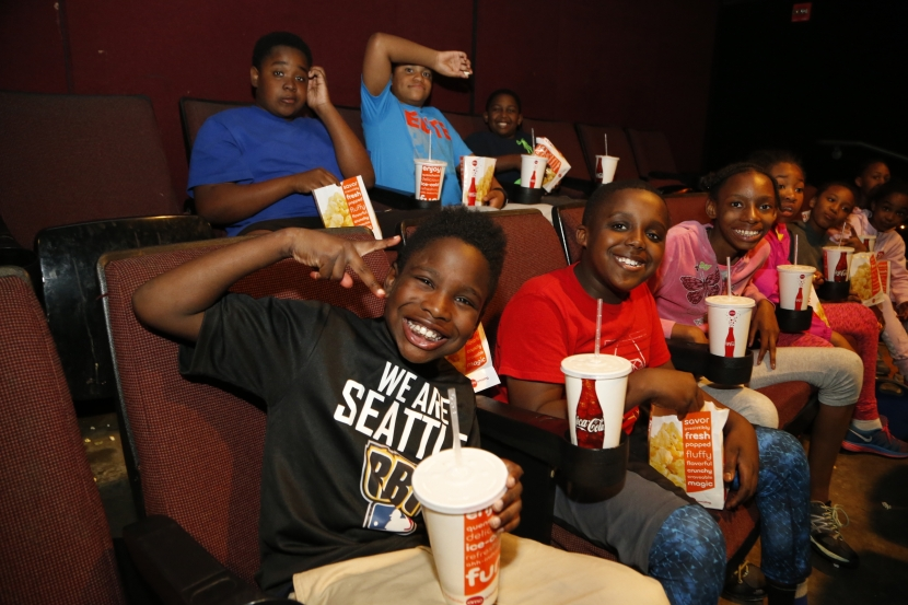 Boys & Girls Club members get ready for a sneak preview of the new Teenage Mutant Ninja Turtles movie, courtesy of Robinson Canó.